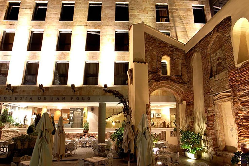 The facade or entrance of Hotel San Polo