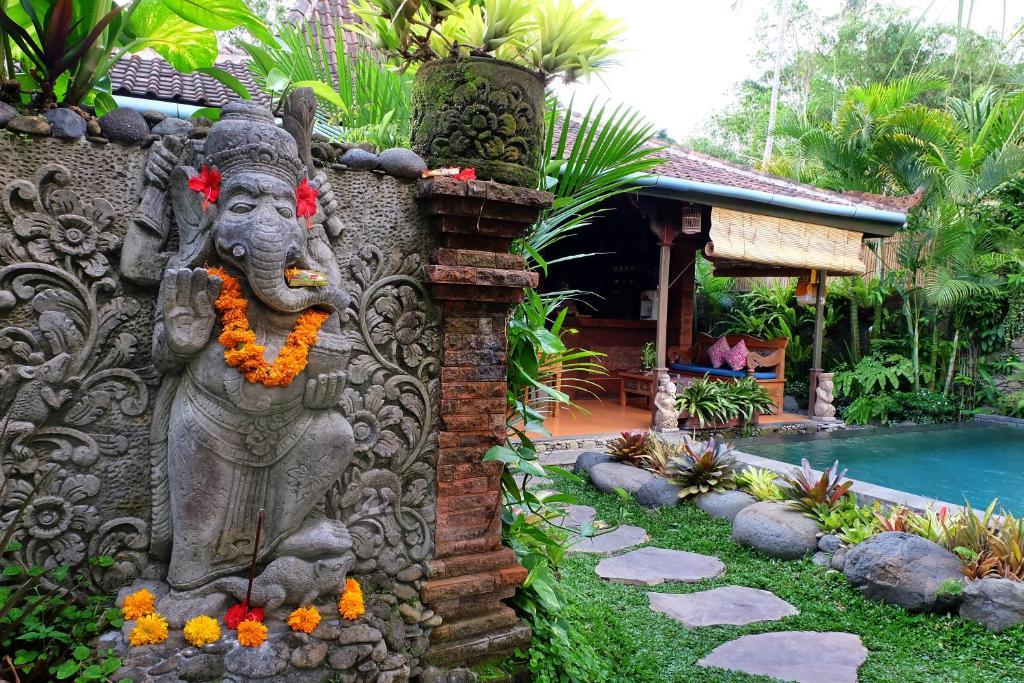 A garden outside Honeymoon Green Villa