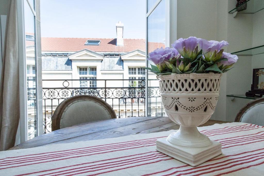 A balcony or terrace at Marais Centre Pompidou ID 233