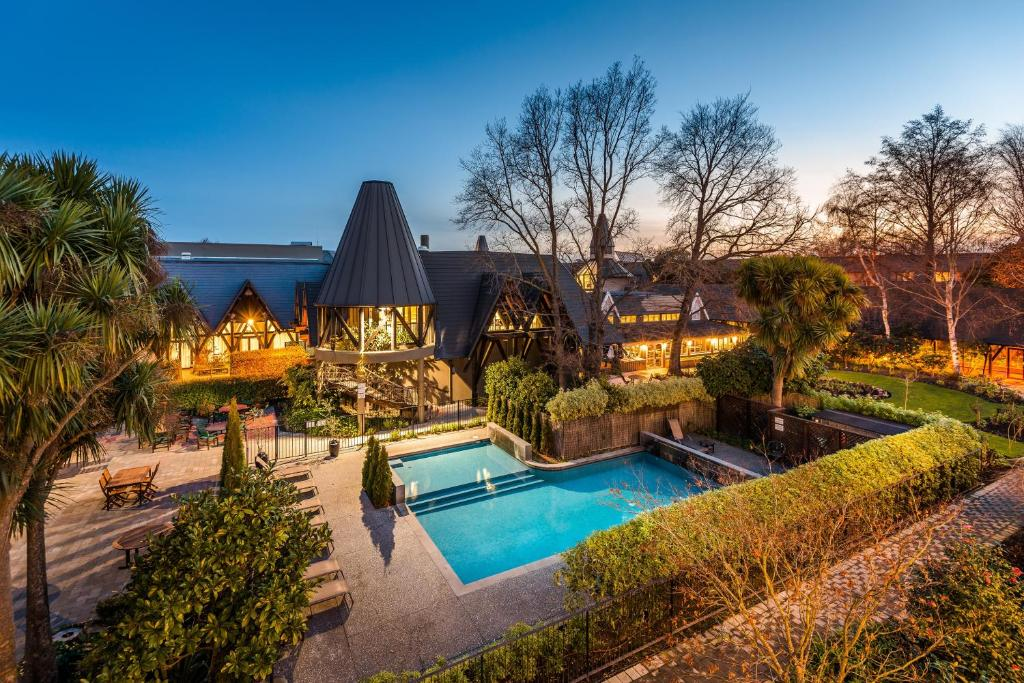 The swimming pool at or near Chateau On The Park - Christchurch, A Doubletree By Hilton