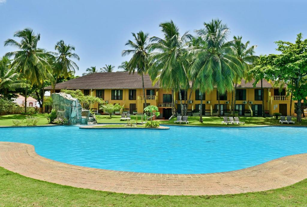 The swimming pool at or near Pestana Miramar São Tomé