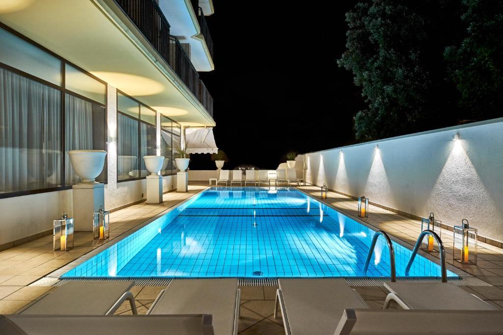 Bazén v ubytování Palace Hotel Regina nebo v jeho okolí