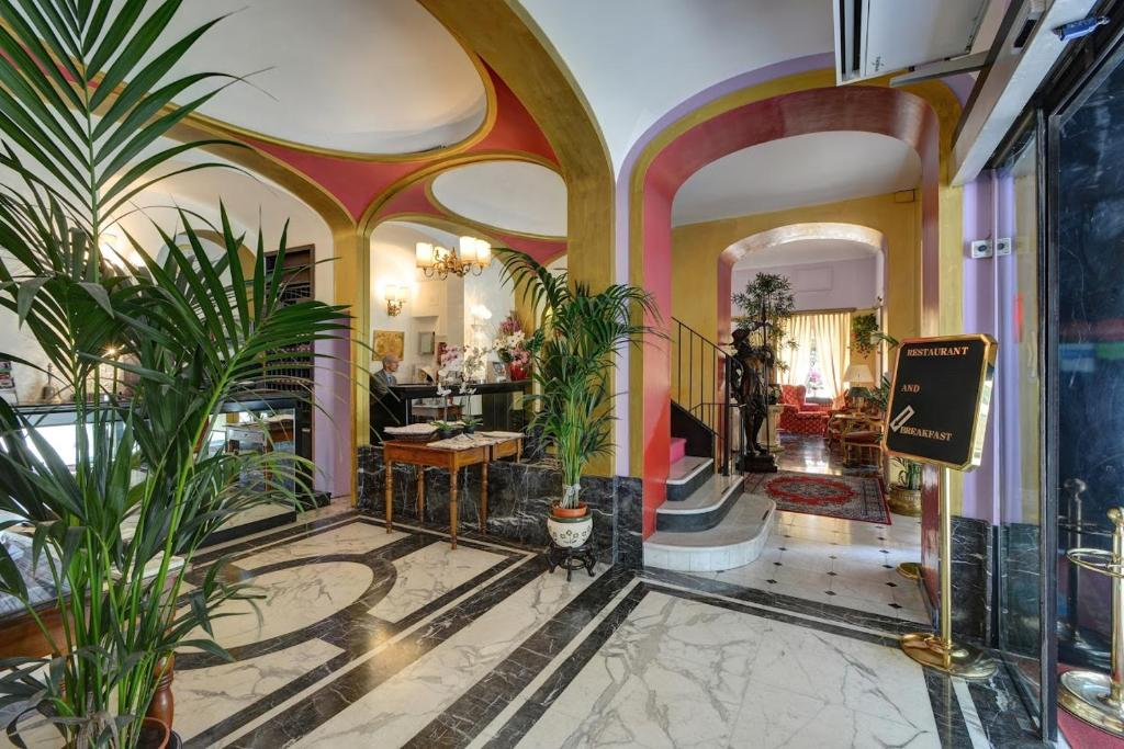 The lobby or reception area at Hotel Due Mondi