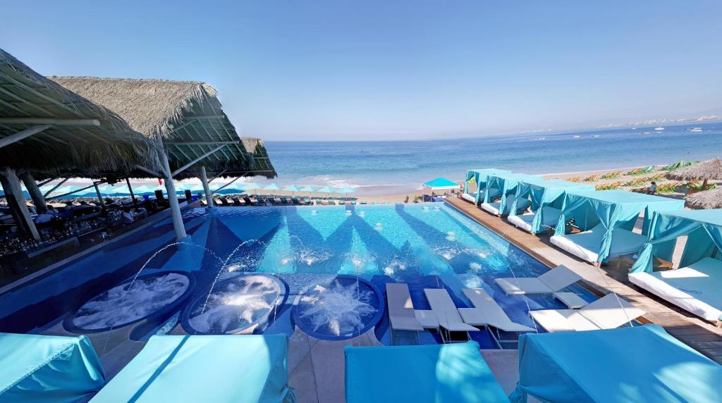 Piscina en o cerca de Almar Resort Luxury LGBT Beach Front Experience