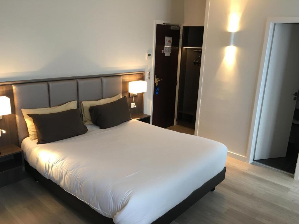 O cameră la Hotel de Flore
