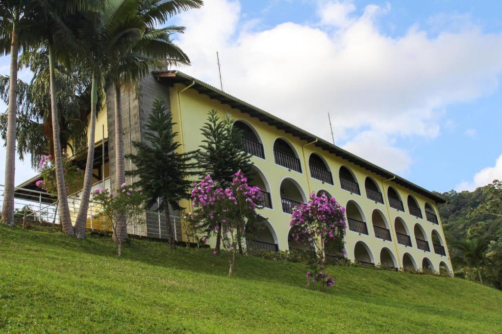 A garden outside Hotel do Santuário