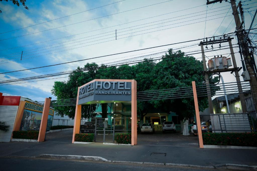The facade or entrance of Bandeirantes Hotel