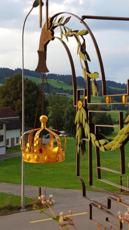 Ein Kinderspielbereich in der Unterkunft Gästehaus Krone