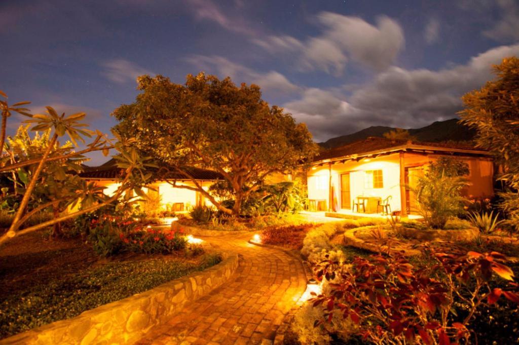 A garden outside Le Rendez-Vous Hostal Guesthouse