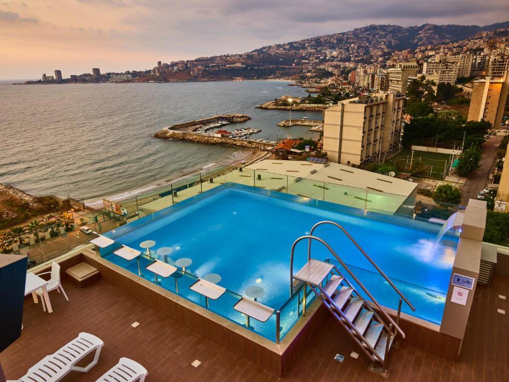 منظر المسبح في فندق برنسيسا او بالجوار