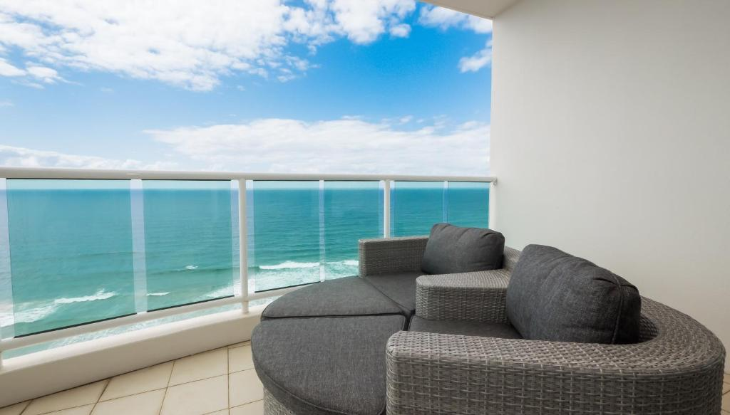 A balcony or terrace at Pacific Views Resort
