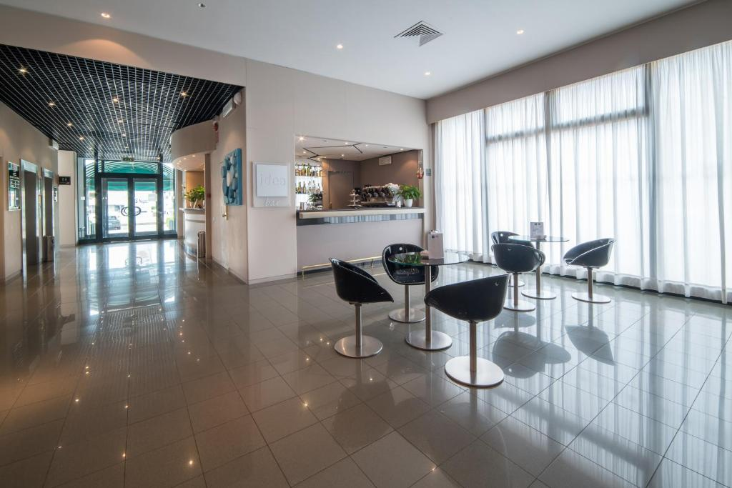 The lounge or bar area at Idea Hotel Piacenza