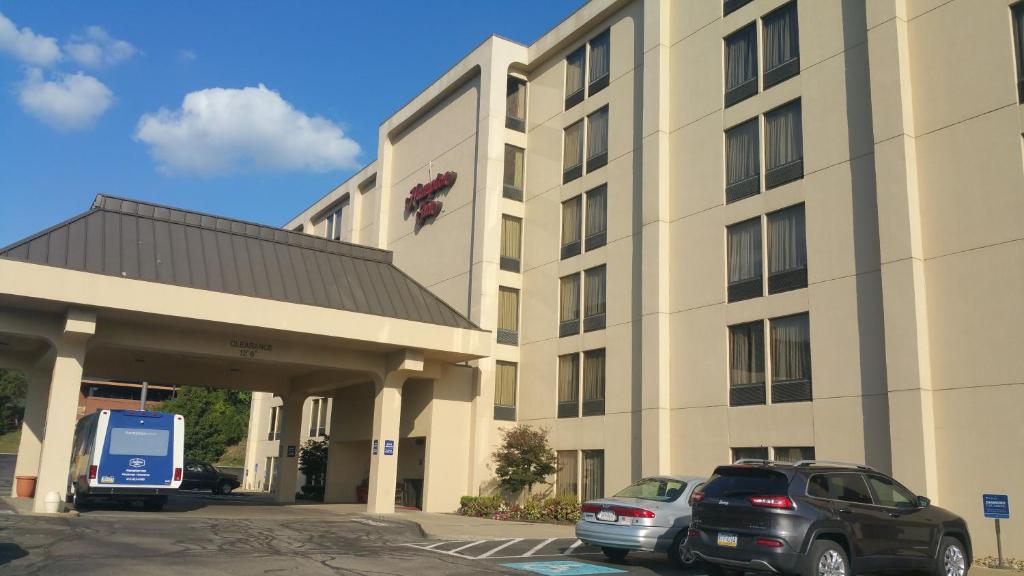 The facade or entrance of Hampton Inn Pittsburgh Greentree