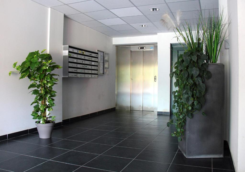 The lobby or reception area at La Colombière - Montélimar