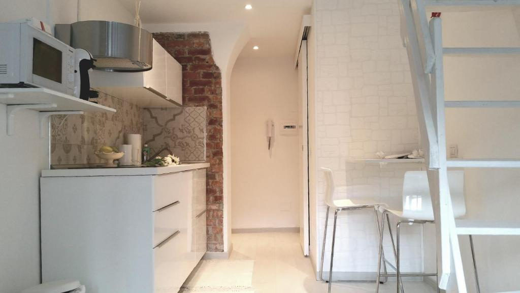 A kitchen or kitchenette at Luxury brand new studio-monolocale