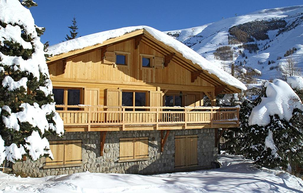 Odalys Chalet La Muzelle during the winter