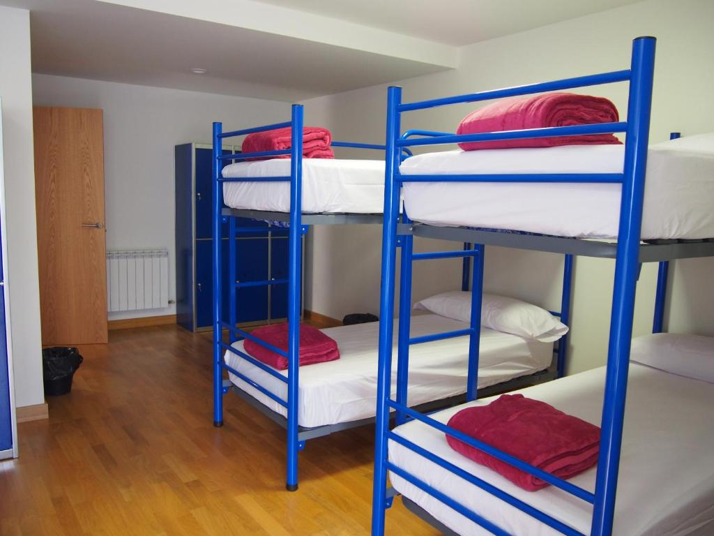 A bunk bed or bunk beds in a room at Albergue Segunda Etapa