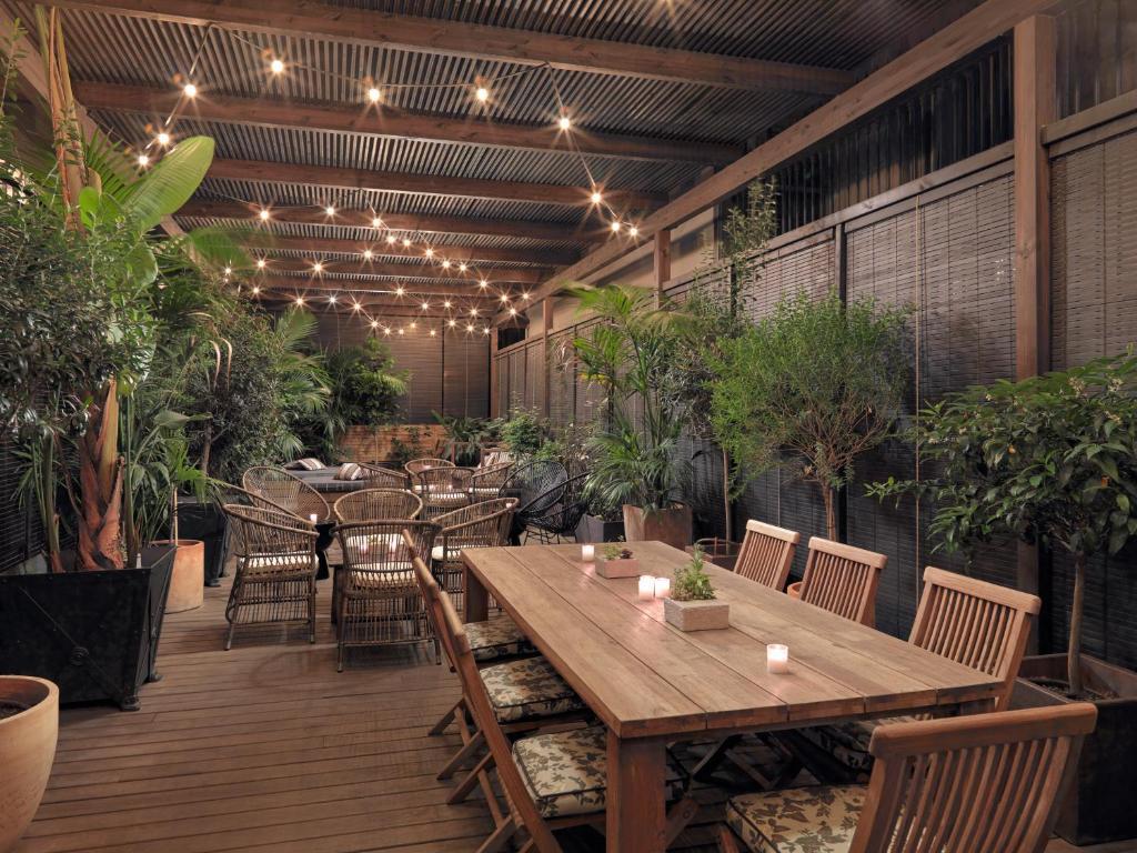 Un restaurante o sitio para comer en Boutique Hotel H10 Catalunya Plaza