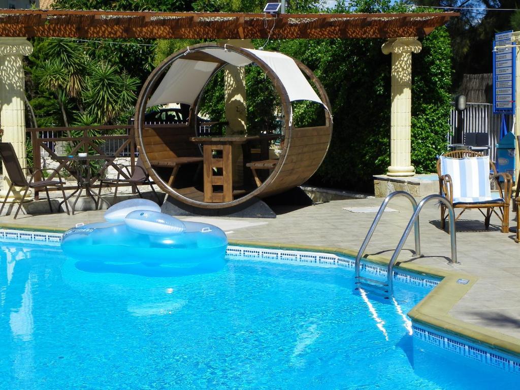 Πισίνα στο ή κοντά στο Mirabelle Hotel