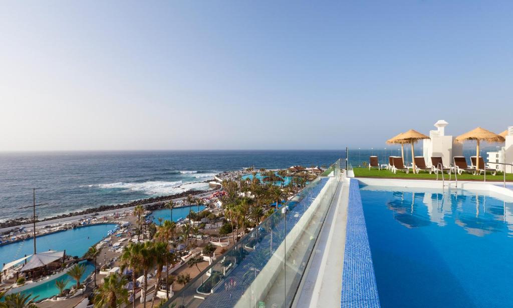 Het zwembad bij of vlak bij Hotel Vallemar