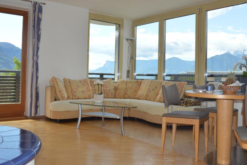 Lounge oder Bar in der Unterkunft Residence Ladurn