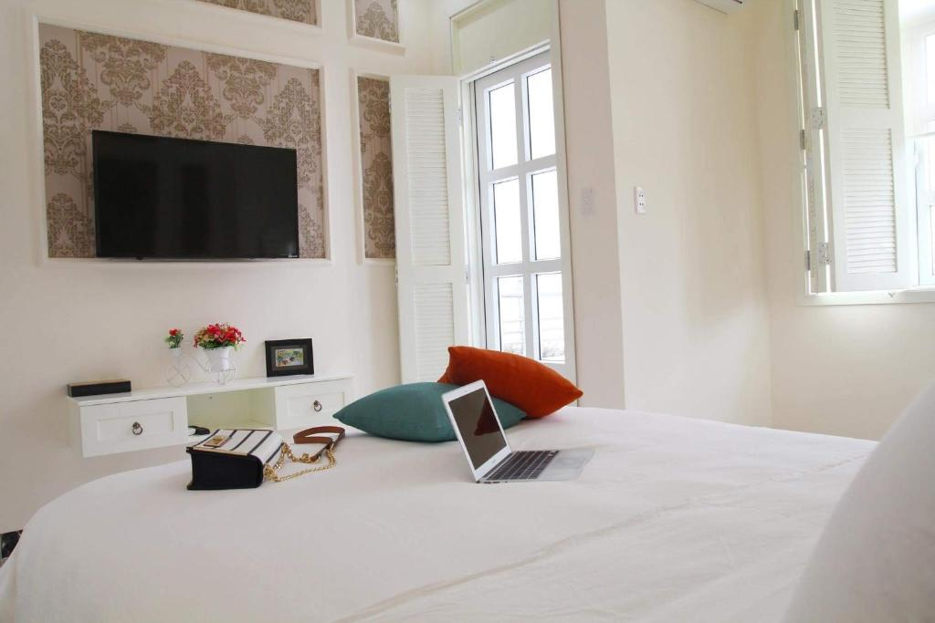 A bed or beds in a room at Chez Mimosa - Boutique Hotel