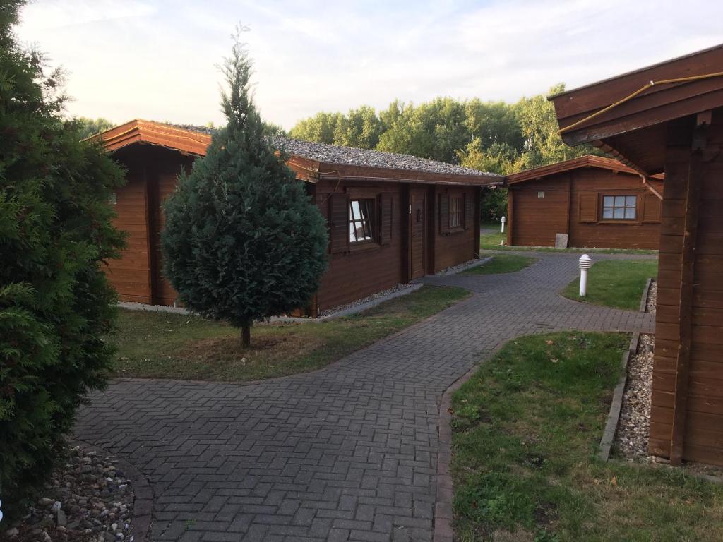 A garden outside Sport und Freizeitzentrum Gänsefurth