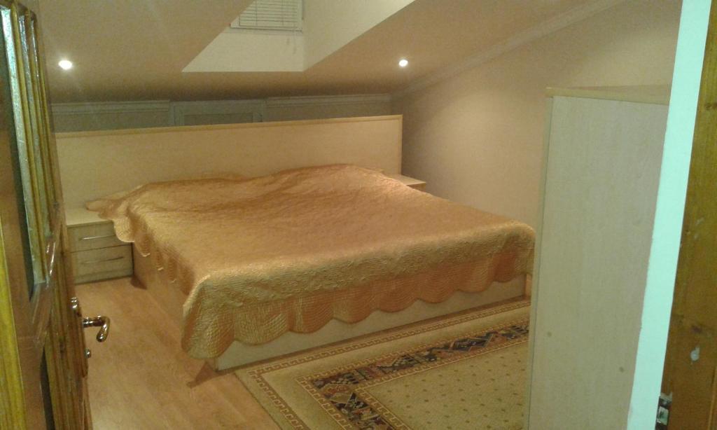 Um quarto em Neftiannikov Avenue Apartment
