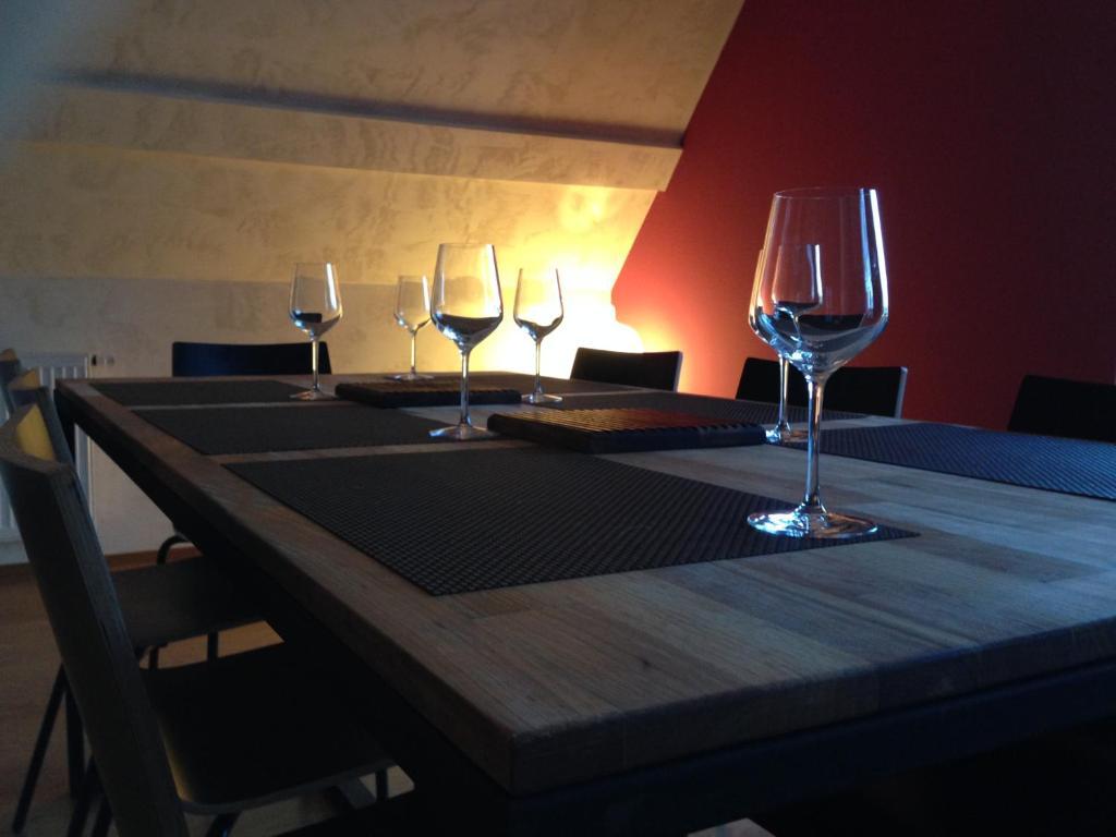 A restaurant or other place to eat at Meublés de Tourisme Heidelbeere