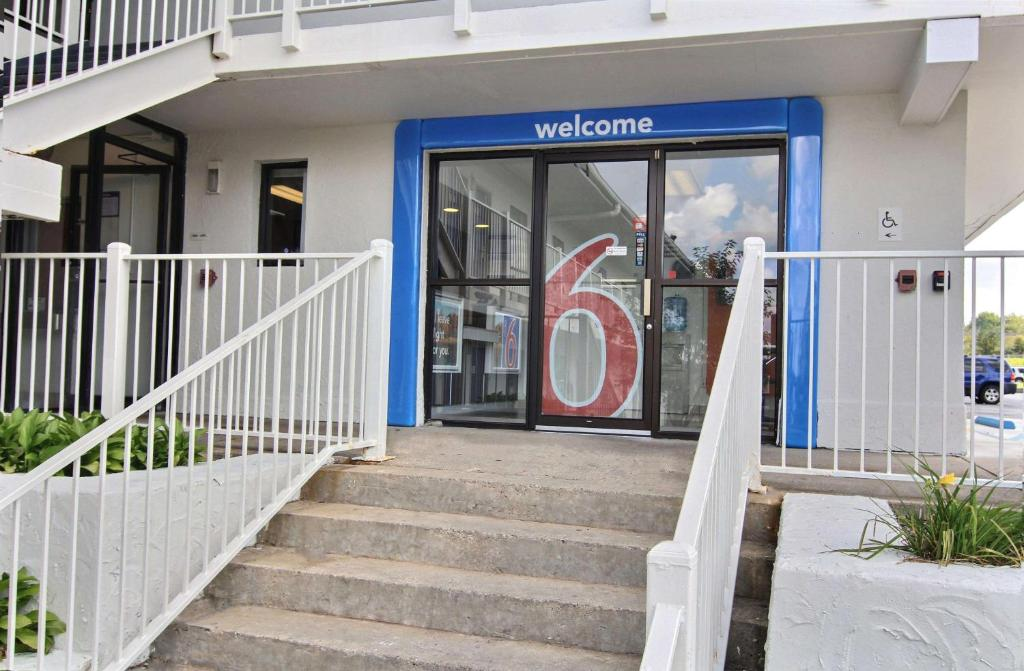 Motel 6-Middleburg Heights, OH - Cleveland
