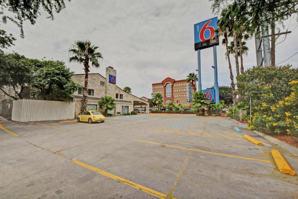 Motel 6-San Antonio, TX - Downtown - Market Square, San Antonio | 628 guest  reviews | Booking.com