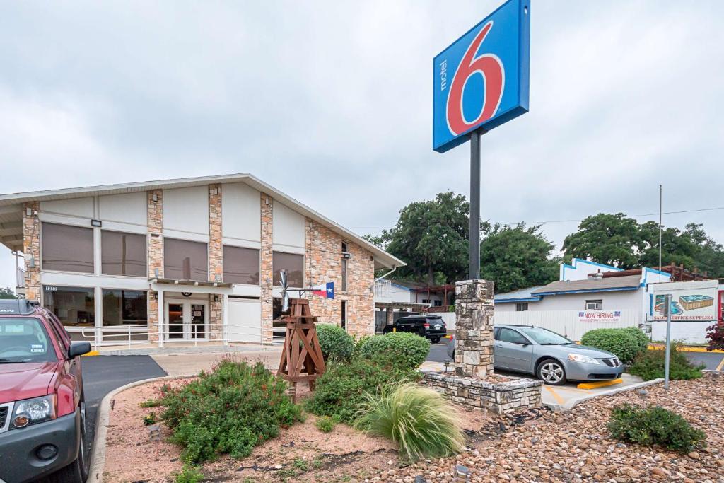 Motel 6-Boerne, TX