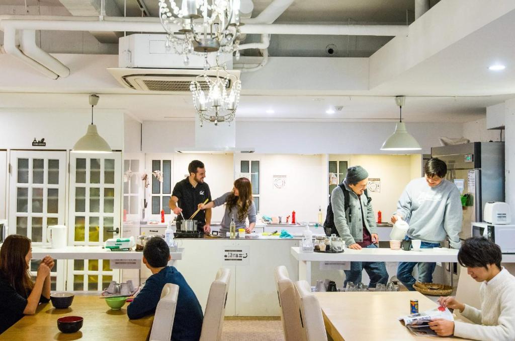 El vestíbulo o zona de recepción de Khaosan World Asakusa Ryokan & Hostel
