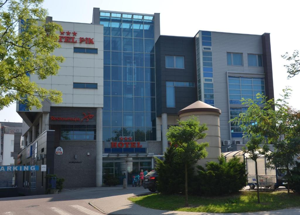 Fasada lub wejście do obiektu Hotel Pik
