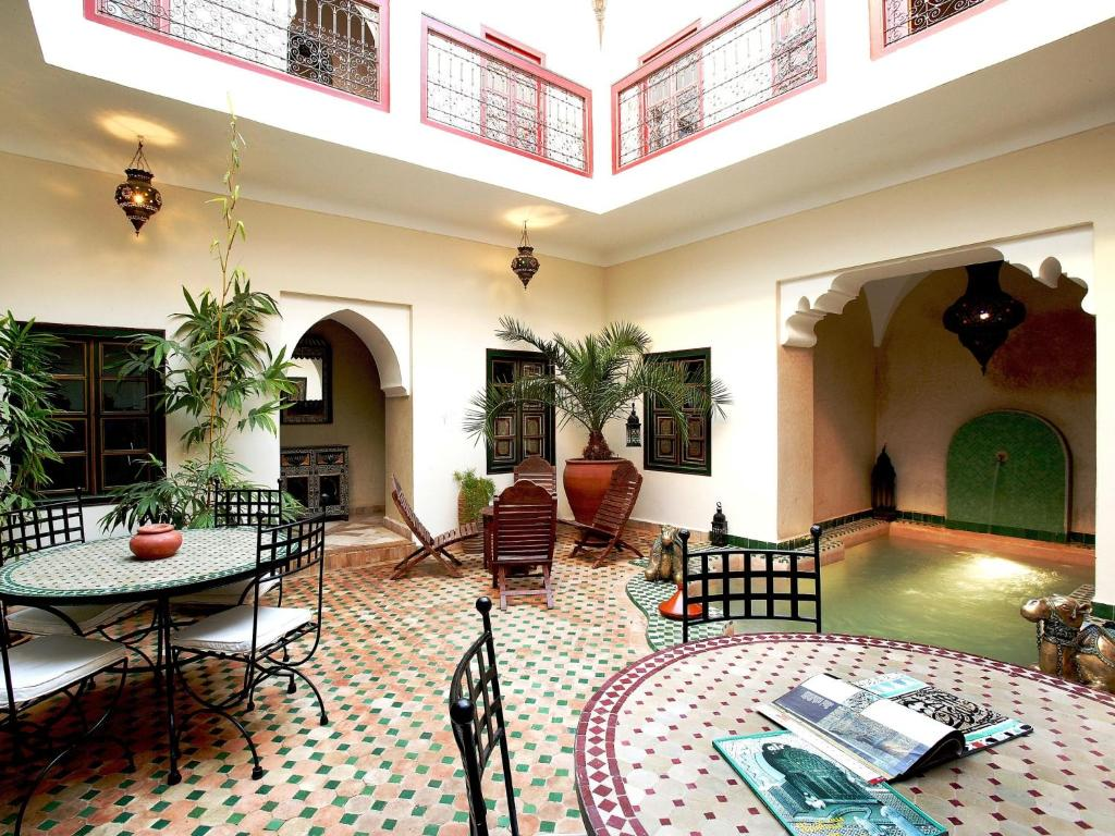 The lounge or bar area at Riad Julia