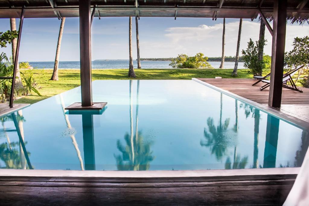 The swimming pool at or close to Kalinaw Resort