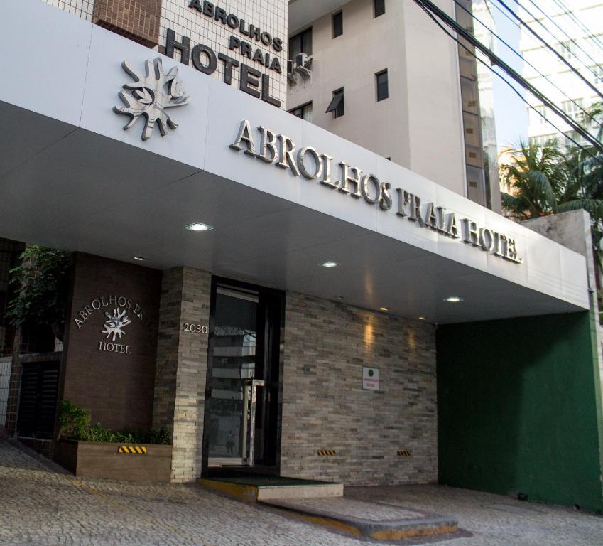 The facade or entrance of Abrolhos Praia Hotel