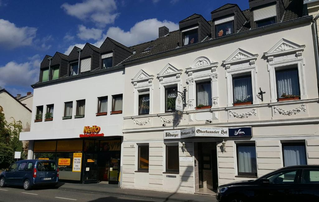 Eine Fassade oder ein Eingang zu Oberkasseler Hof Bonn