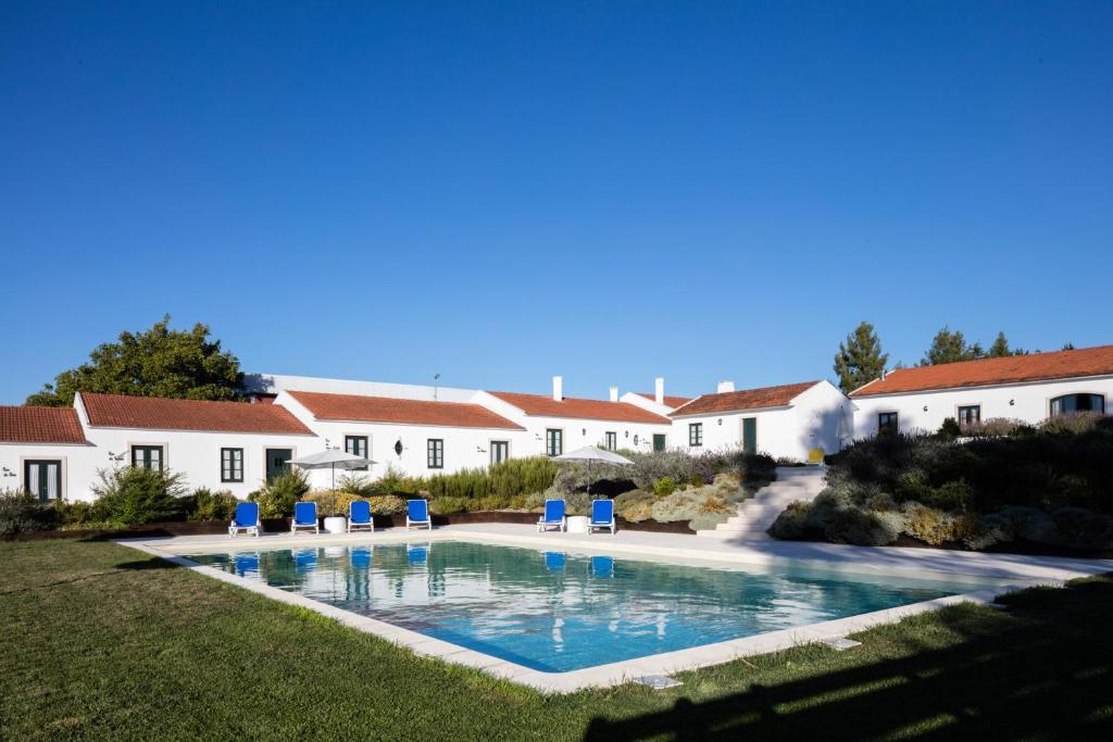The swimming pool at or near Casas de São José