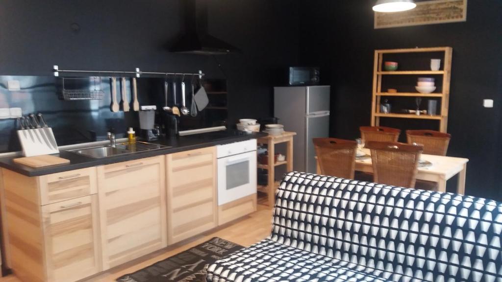 A kitchen or kitchenette at Appartement 5 du Temple pour 2 personnes