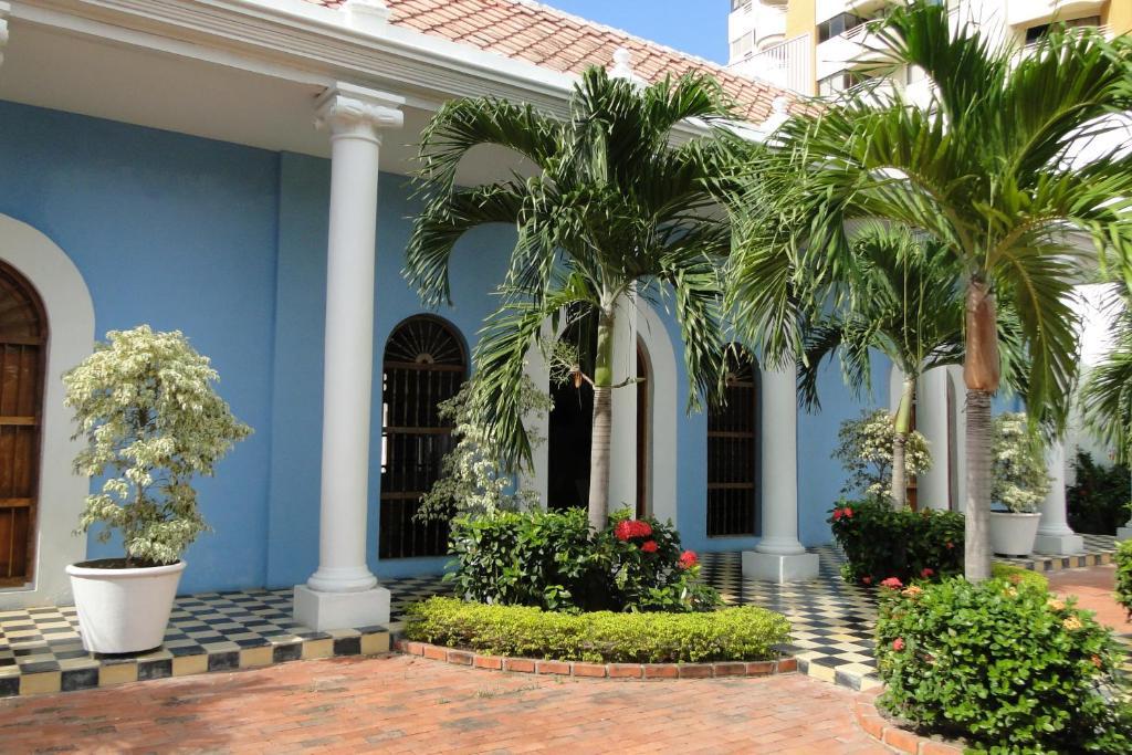A garden outside Casa Bustamante Hotel Boutique