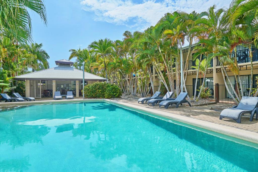 The swimming pool at or near Trinity Beach Club Holiday Apartments