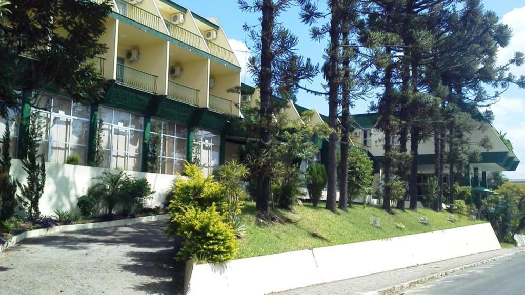 A garden outside Estrela Palace Hotel