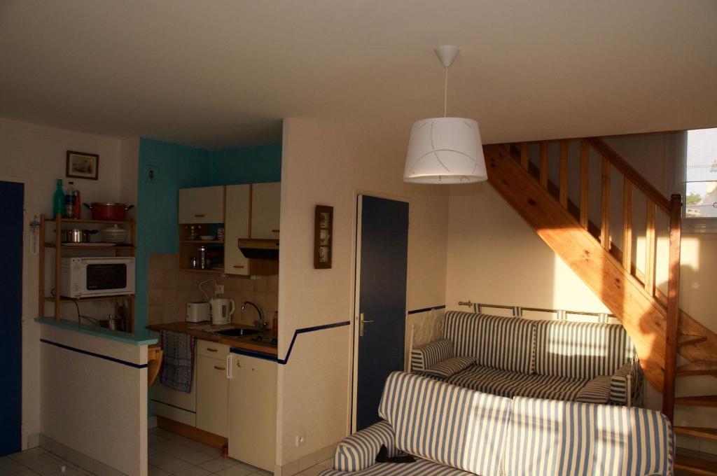 A kitchen or kitchenette at L'ESCALE - Résidence le Havre de Rotheneuf
