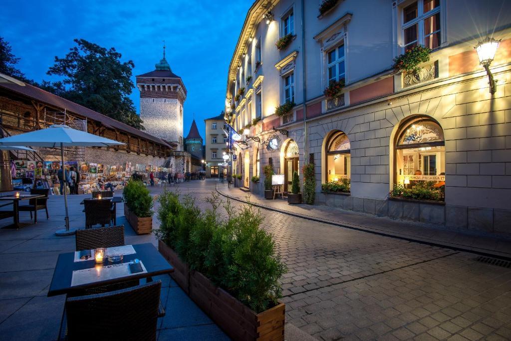 A porch or other outdoor area at Hotel Polski Pod Białym Orłem