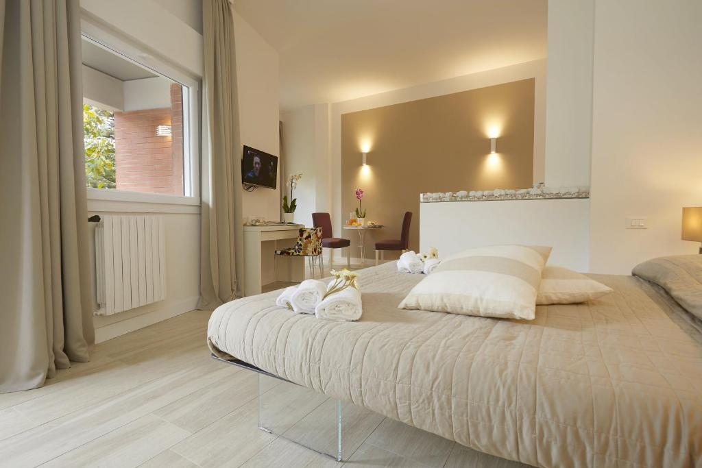 A bed or beds in a room at B&B Mondello Design