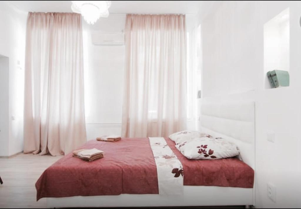 A bed or beds in a room at Apartment on Grecheskaya