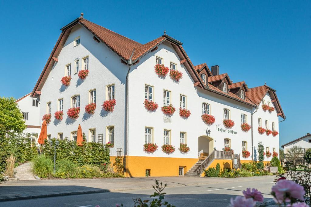 Gasthof Pritscher during the winter