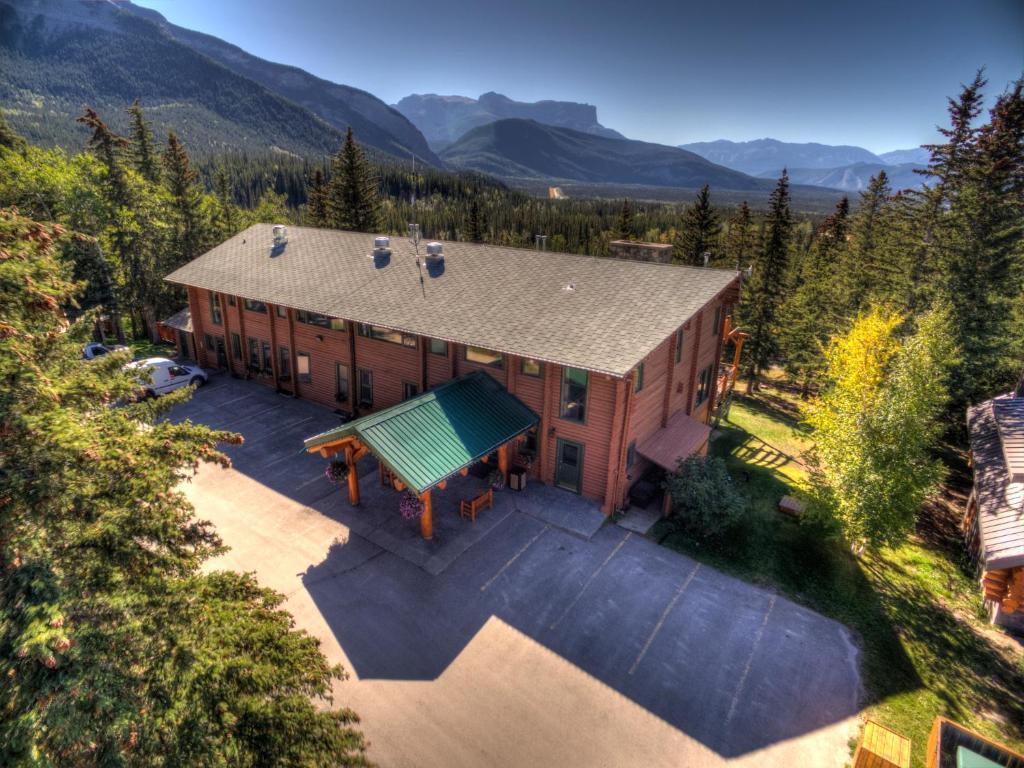 A bird's-eye view of Overlander Mountain Lodge