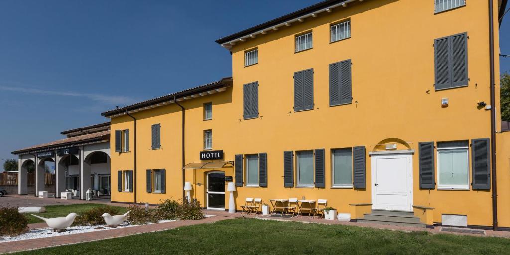 Hotel Forlanini 52 Parma, Italy